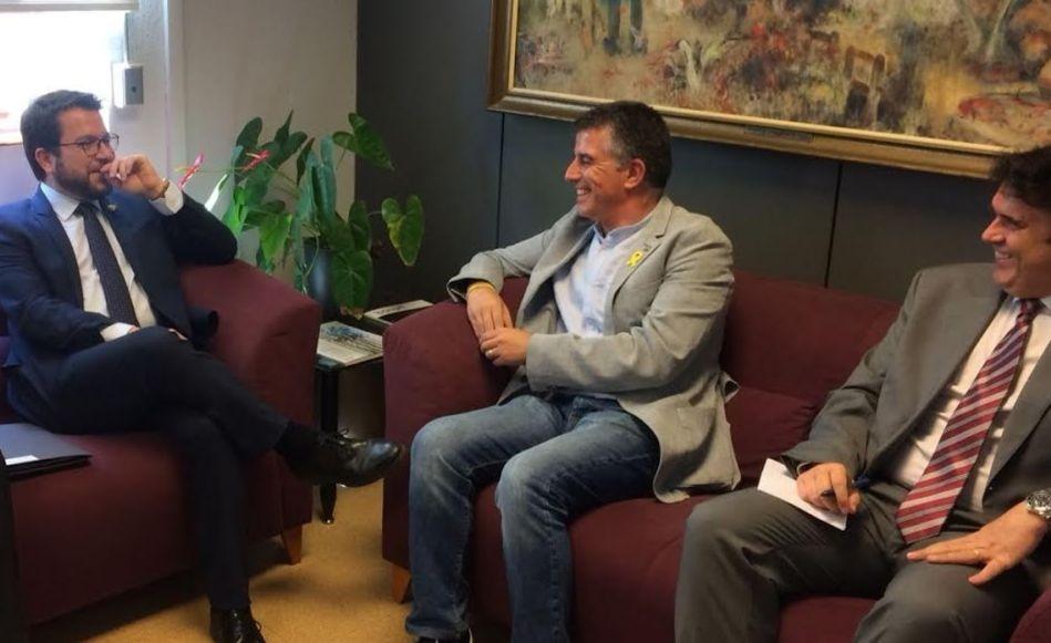 El vicepresident del Govern, Pere Aragonés, es reuneix amb l'equip de govern de l'Ajuntament