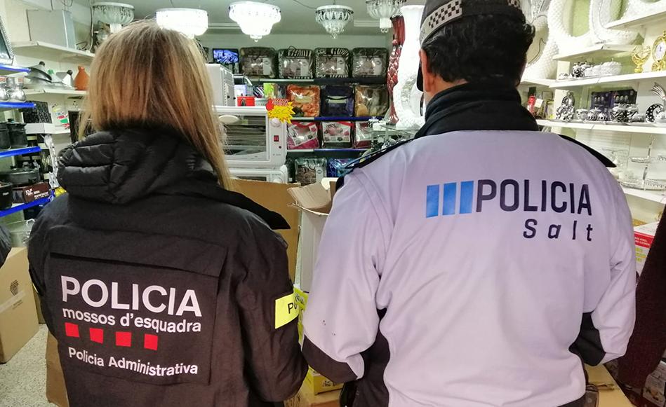 La Policia Local i els Mossos d'Esquadra denuncien 9 botigues de segona mà a Salt que venienproductes d'origen desconegut