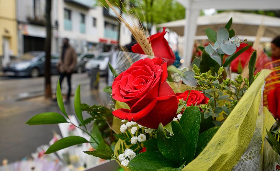 Un Sant Jordi multitudinari tot i la pluja de primera hora del matí