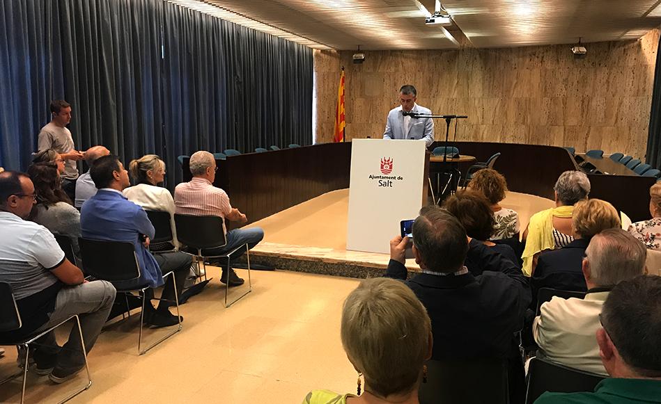 Salt celebra l'acte institucional de la Diada des del saló de plens de l'Ajuntament