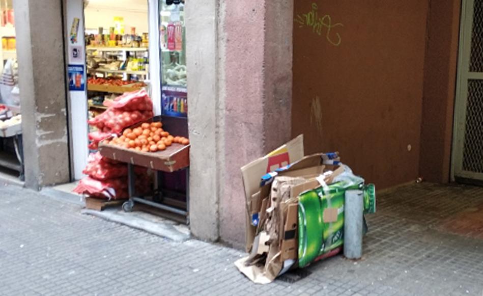 La recollida comercial porta a porta permet reciclar 10 tones de paper i cartró a la setmana