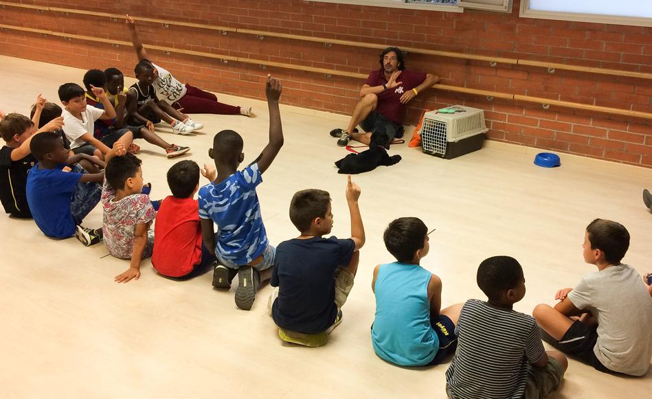 Els infants dels Casals Municipals aprenen a ser responsables dels seus animals