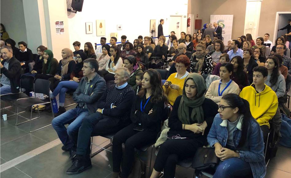 La III Trobada d'estudiants omple Les Bernardes per parlar sobre la mobilitat internacional