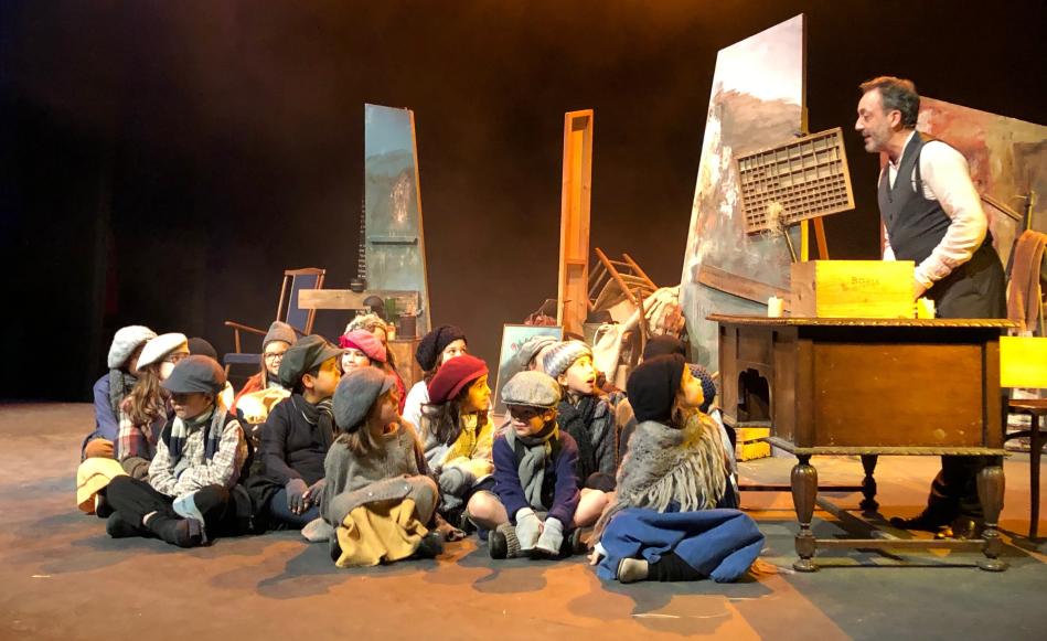 """L'Ajuntament facilita l'accés a la cultura de tots els infants portant el musical """"El conte de Nadal"""" al Teatre de Salt"""