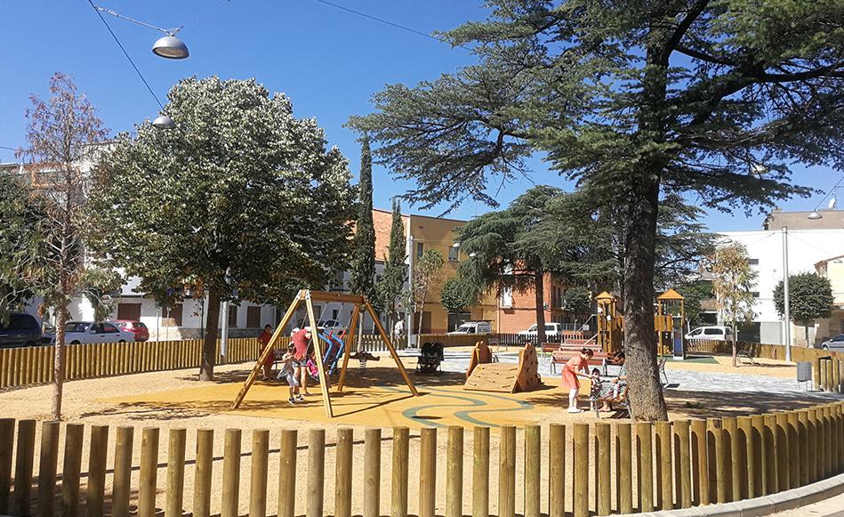 Finalitzen les obres de millora del carrer i la plaça Pau Casals de Salt