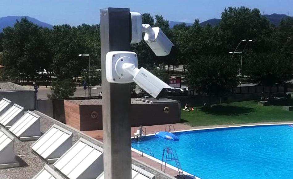 Salt instal·la dues càmeres de videovigilància a la piscina municipal descoberta.