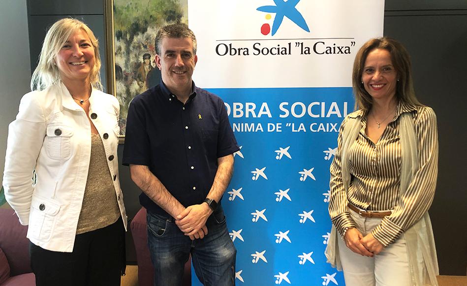 L'Ajuntament i l'Obra Social 'la Caixa' signen un conveni per garantir les sortides escolars dels alumnes de salt.