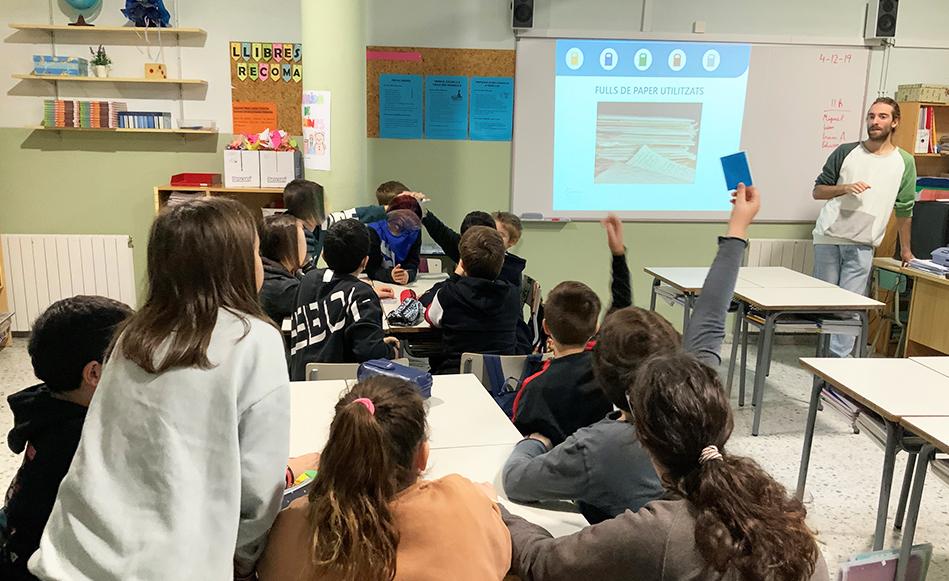 Salt impulsa tallers formatius de reciclatge a tots els centres educatius del municipi