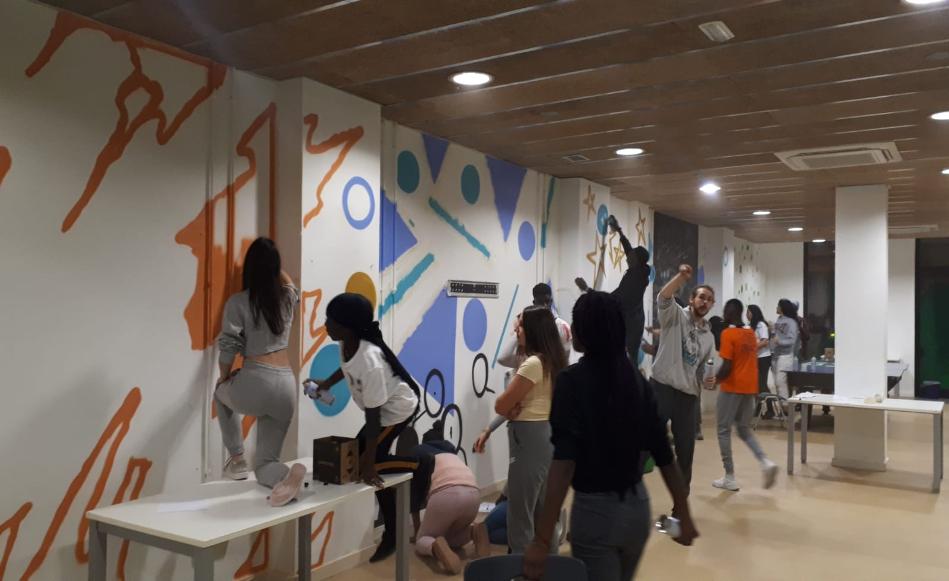 El feminisme, el canvi climàtic i les diferències culturals, eixos dels grafits que s'han pintat per decorar la Fàbrica Jove de Salt