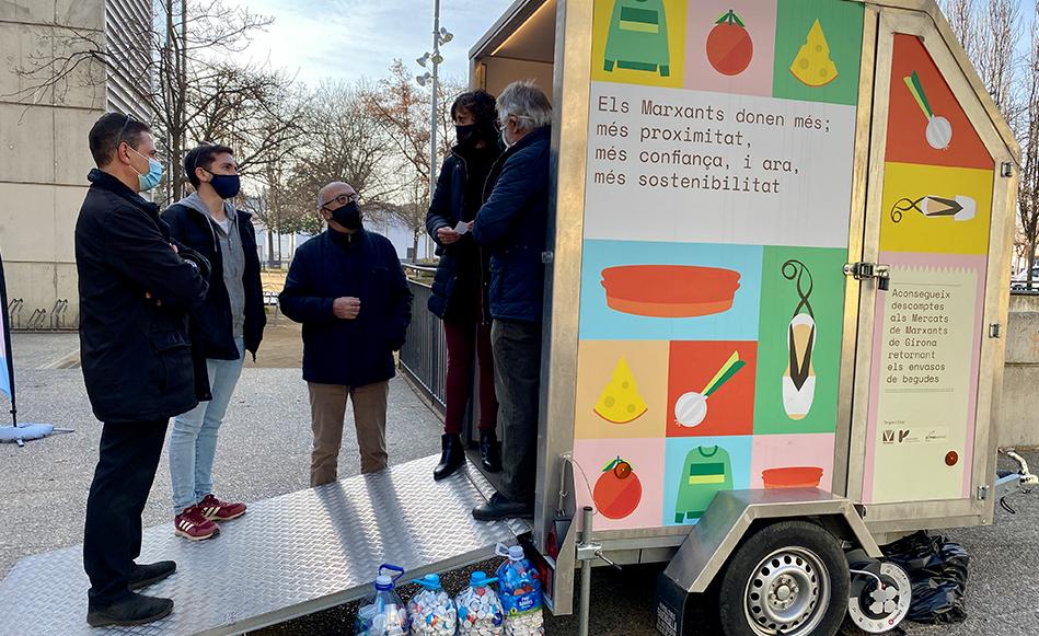 El Mercat municipal de Salt s'adhereix a una campanya per fomentar el reciclatge d'envasos