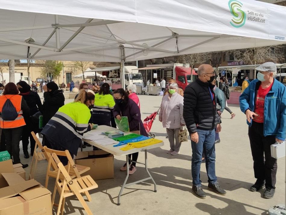 L'Ajuntament de Salt reparteix 5.250 bosses per incentivar el reciclatge