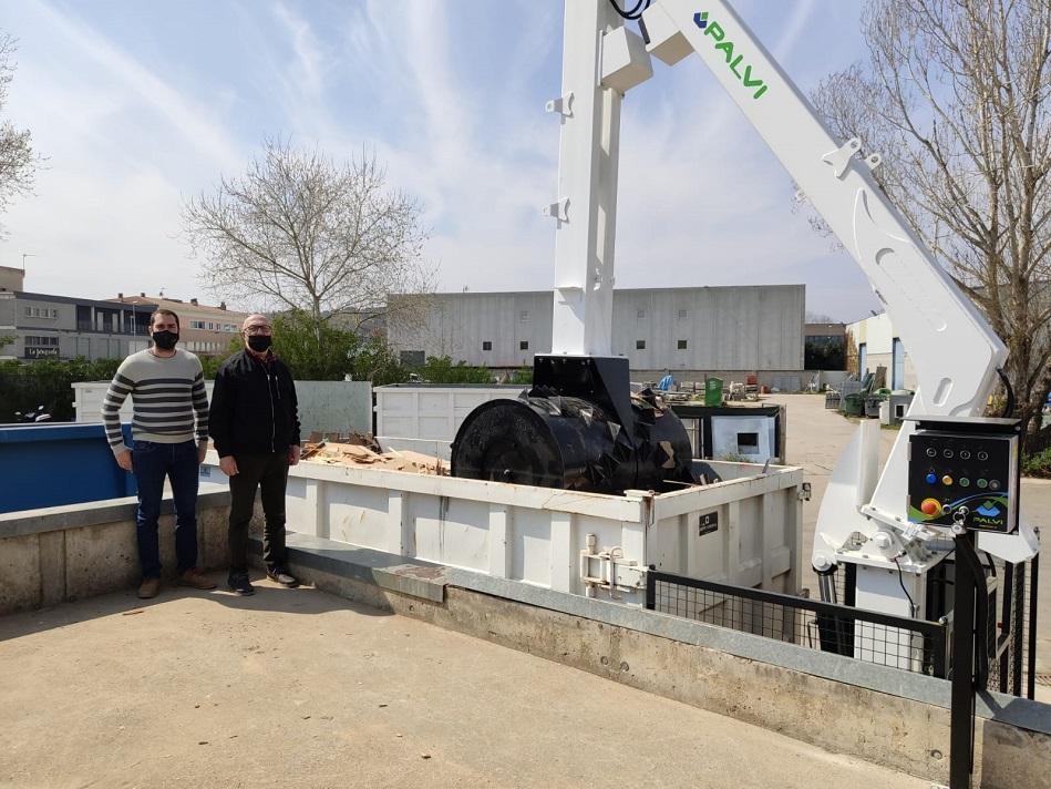 Salt reforça el servei de recollida de residus, neteja viària i deixalleria municipal amb un nou camió i un compactador